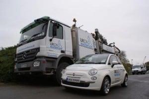 Fiat 500 (900 kg) v Mercedes Actros 3241K 8×4 Huwer Jet/Vac combination Truck (32,000 kg)